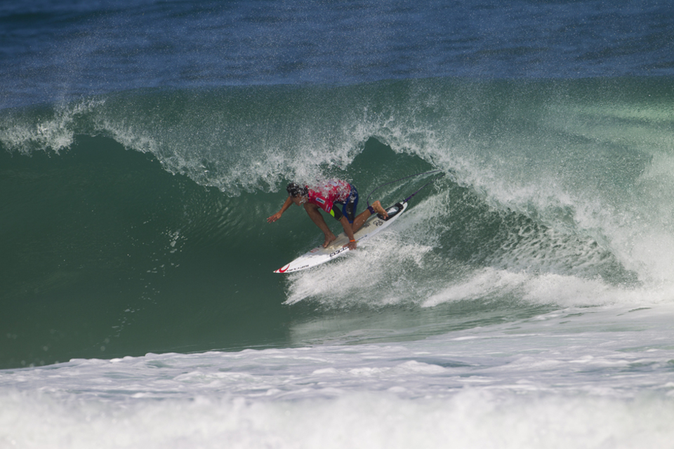 Gabriel Medina, complimented De Souza's win this morning with a Round 1 victory of his own, posting the day's high heat-total. Following an injury at the opening event of the season on the Gold Coast and a less-than-successful run at Bells Beach, Medina now appears fit and focused at home in Brazil.