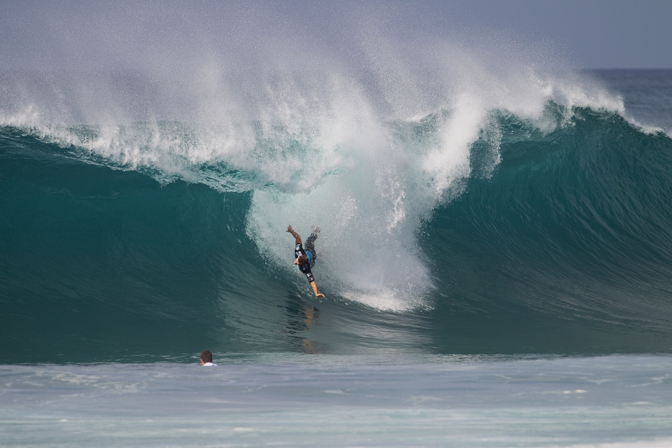 With little chance of once again claiming the injury wildcard, Dusty Payne needs to place well at Pipe to qualify for next year's WCT. Despite this ugly wipeout, he defeated Brett Simpson in round 2 and kept the dream alive.
