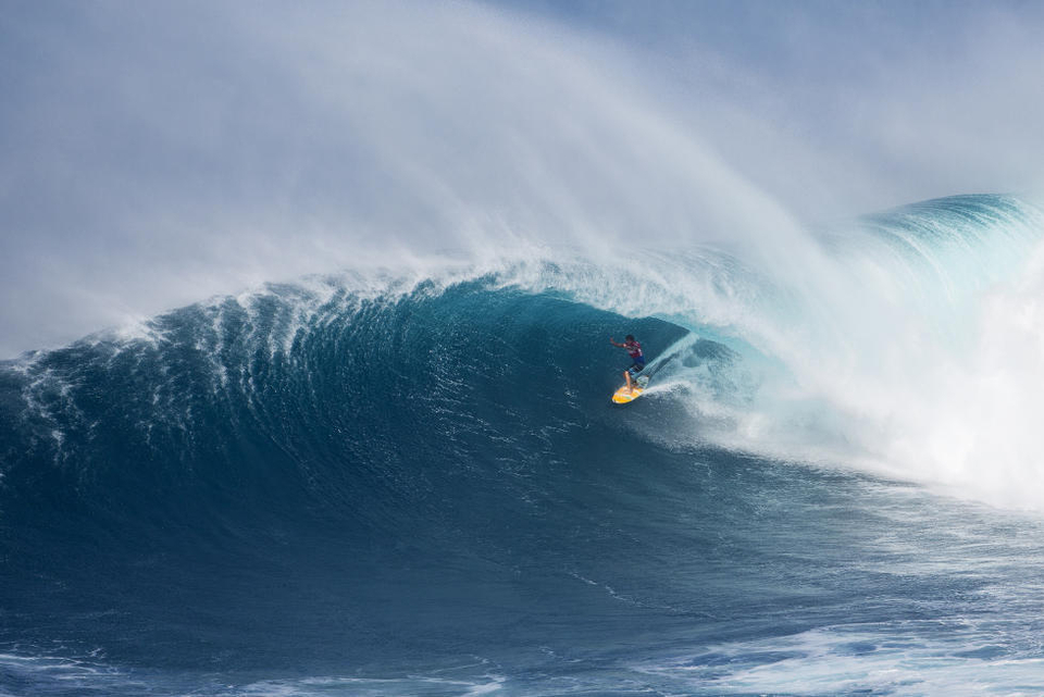 Flinging the bird as he charges through the semis of the Peahi Challenge.