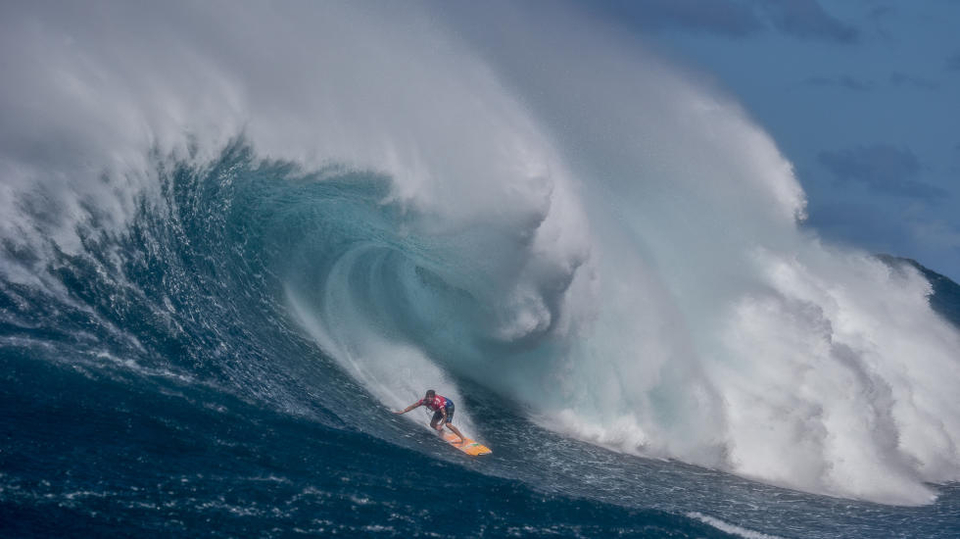 Not that he needed to but Albee further cemented himself among the elite out at Jaws placing second behind Billy Kemper in the Pe'ahi Challenge.