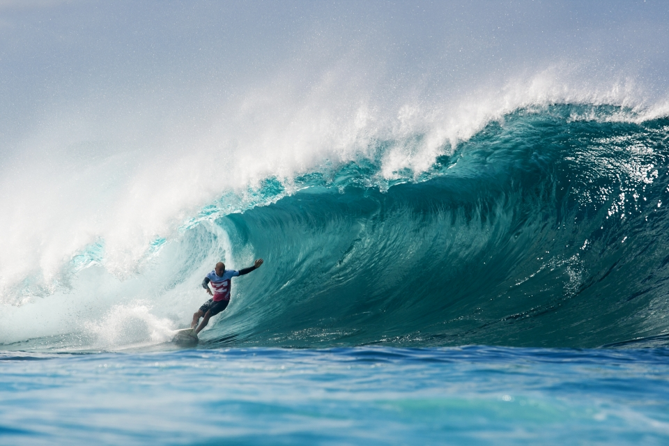 A classic no hands bottom turn from the six times Pipe Masters champ.