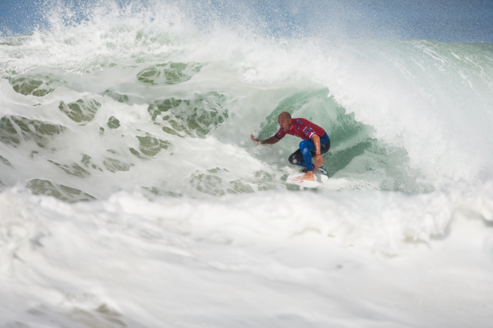 Slater on the other hand battled through his heat against local favourite Aritz Aranburu.