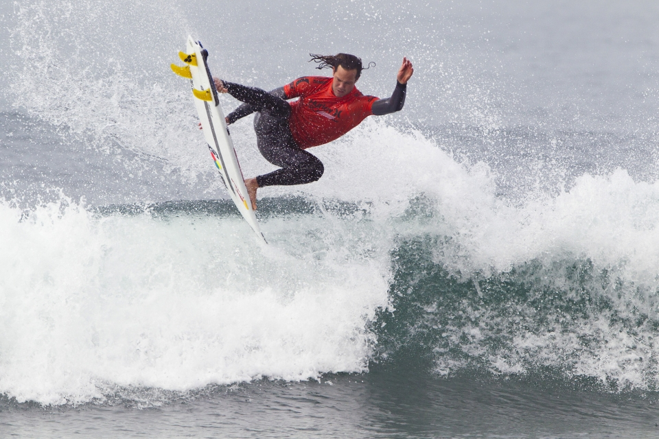 Jordy Smith dominated proceedings in his first round heat, adding a modicum of energy to his flagging World Title campaign.