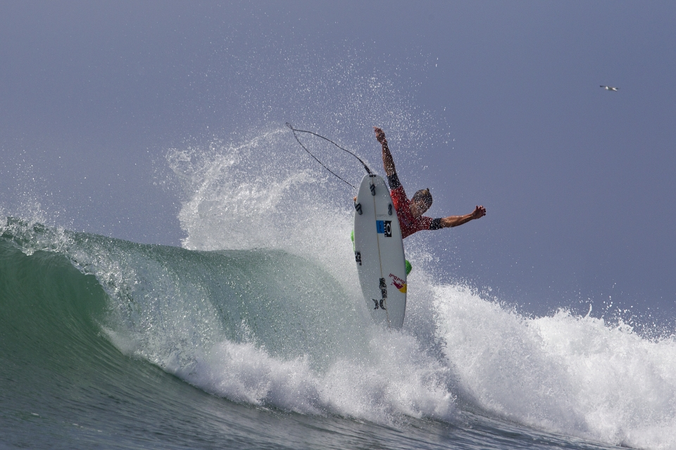 Julian Wilson was one of the outstanding performers in Round 1, responding to an impressive aerial attach from Brazilian, Miguel Pupo.