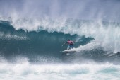 Pipe Masters Day 1: Medina and Seabass Shine
