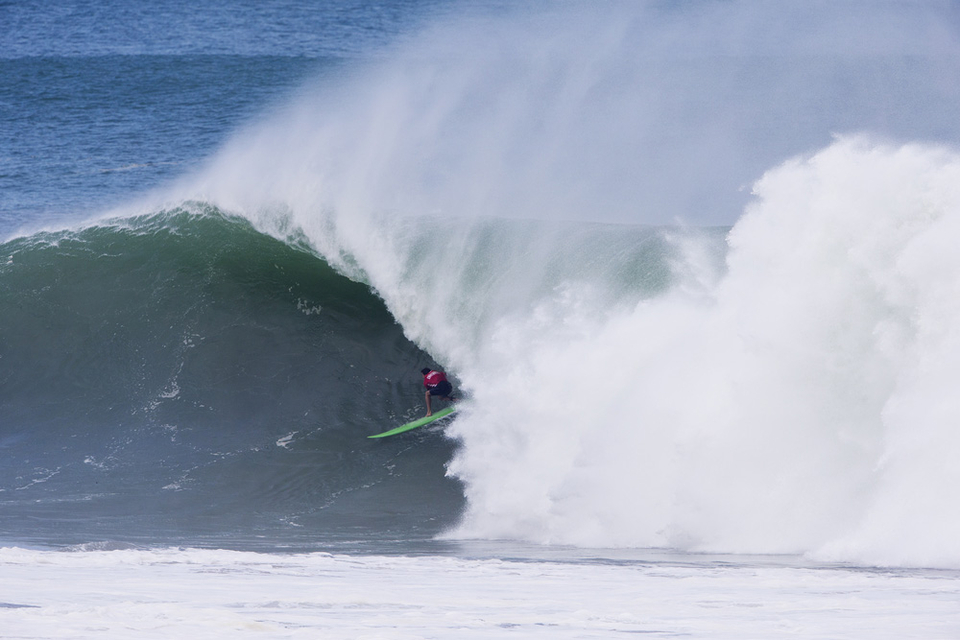Greg Long showed us what was possible out there early in the day locking in wave after wave.