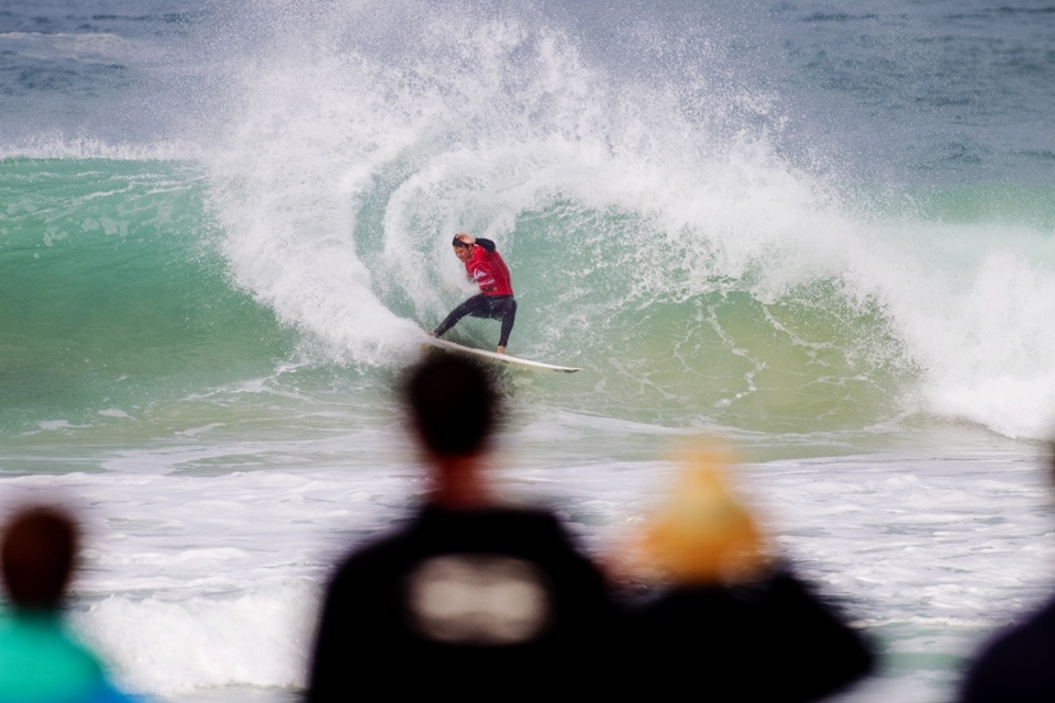 Jordy looked irrepressibly powerful again, seemingly over his board dilemmas and nonplussed by the conditions.