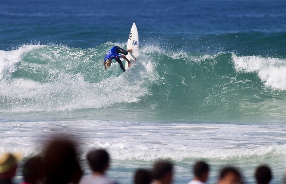 RIP CURL PRO PORTUGAL MEN'S ROUND 4 RESULTS:   Heat 1:Adrian Buchan (AUS) 14.77, Michel Bourez (PYF) 9.03, Matt Wilkinson (AUS) 5.50  Heat 2:Kelly Slater (USA) 13.60, Damien Hobgood (USA) 10.83, Chris Davidson (AUS) 6.08  Heat 3:Jeremy Flores (FRA) 14.07, Travis Logie (ZAF) 13.73, Patrick Gudauskas (USA) 10.17  Heat 4:Jordy Smith (ZAF) 17.16, Jadson Andre (BRA) 13.57, Owen Wright (AUS) 12.07    RIP CURL PRO PORTUGAL MEN'S ROUND 5 MATCH-UPS:   Heat 1:Michel Bourez (PYF) vs. Chris Davidson (AUS)  Heat 2:Damien Hobgood (USA) vs. Matt Wilkinson (AUS)  Heat 3:Travis Logie (ZAF) vs. Owen Wright (AUS)  Heat 4:Jadson Andre (BRA) vs. Patrick Gudauskas (USA)   Full heat hights available  HERE .