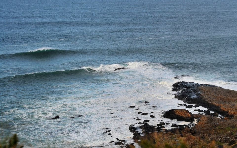 Hundreds of thousands of tourists flock to the hexagonal rocks to experience the causeway and the legend that surrounds it. It is Northern Ireland's premier tourist spot and now as a big wave spot it has huge potential under a very specific set of conditions.