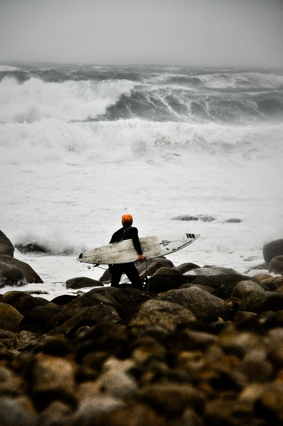 The first fling of Katia against the Irish shoreline came up a little stormy. Here's Al Mennie contemplating a tricky paddle out through a shoredump the size of a house.       More  here