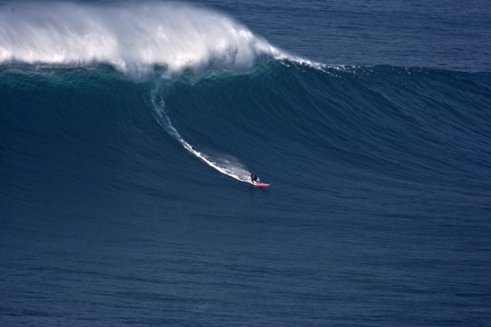 Monday the 17th also saw largest wave ever paddled into in Portugal. The duo were towing when McNamara decided to paddle into a few with his trusted 11'1 Rusty Waimea Gun.