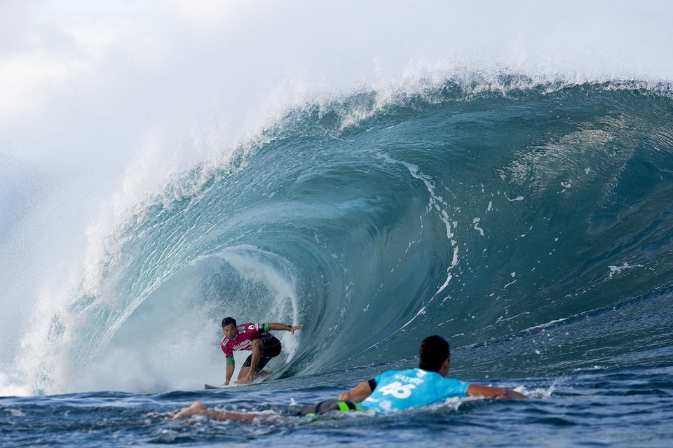 Michel Bourez, rated 3rd on the Vans Triple Crown ratings entering the Billabong Pipe Masters, needed to advance to the Final to surpass Florence on the ratings, but finished painfully close when he lost to Perrow in the Semifinals. Despite falling short of the Vans Triple Crown Title, the equal 3rd place finish marks the Tahitian's best result of the year.