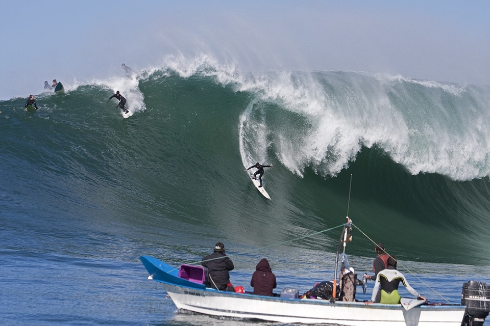 Shane Dorian dropping into a bomb. He was getting his fair pick of waves in his usual indomitable fashion.