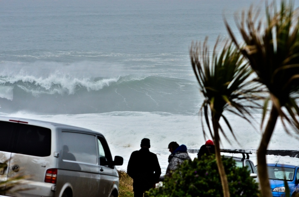 This was actually the first glimpse of the swell, the crowds and the anticipation.
