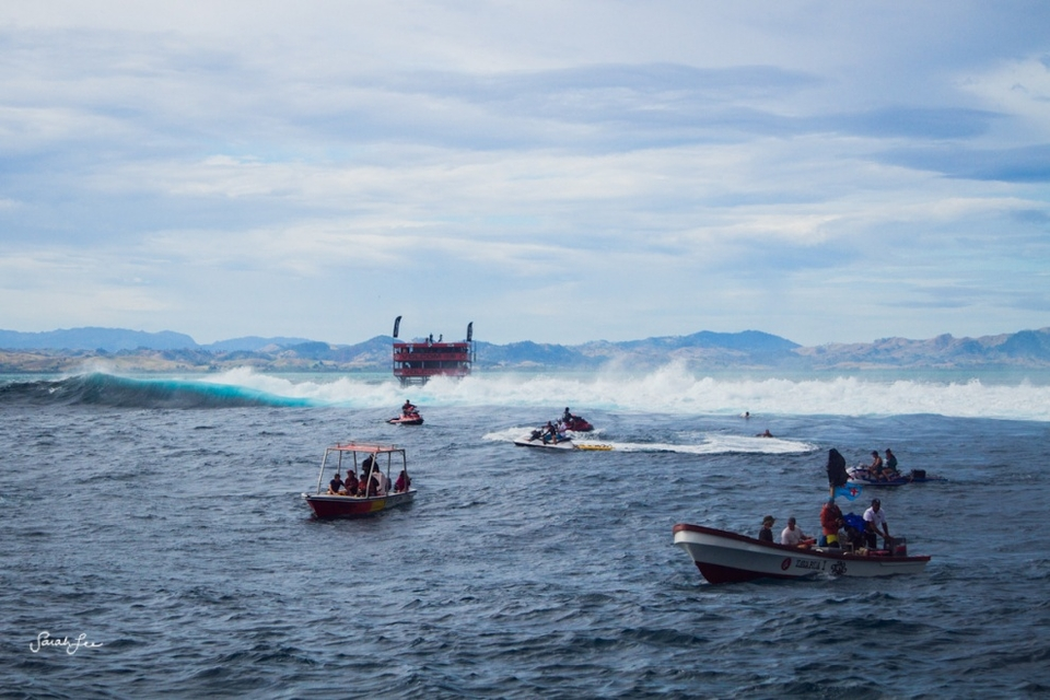 The safer side of the lineup on the huge expanse of reef commonly known as Cloudbreak.