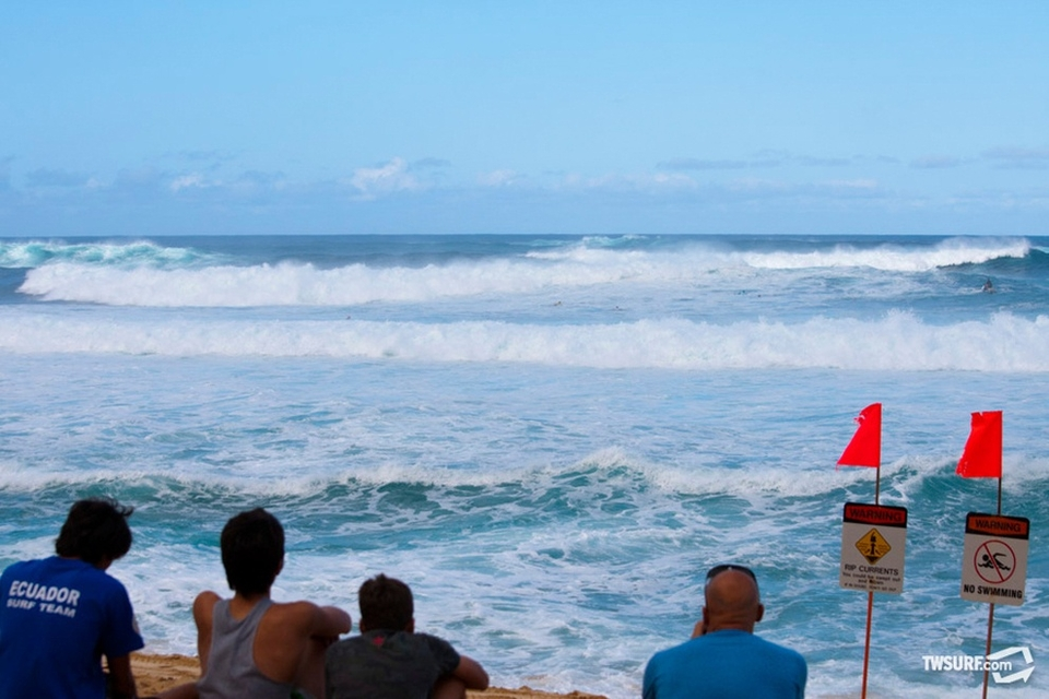 Early in the day, clean up sets were wrecking havoc on contestants and almost a dozen boards were snapped before lunch.