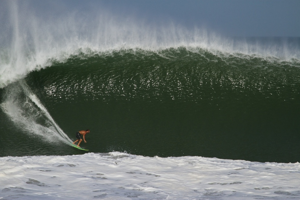 This is what we mean, Will Dillion surfing this overgrown lump of juice like he's tucking into a two-footer.