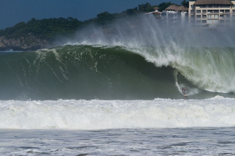 Ale Moreda, from Puerto Rico tees up a monster.