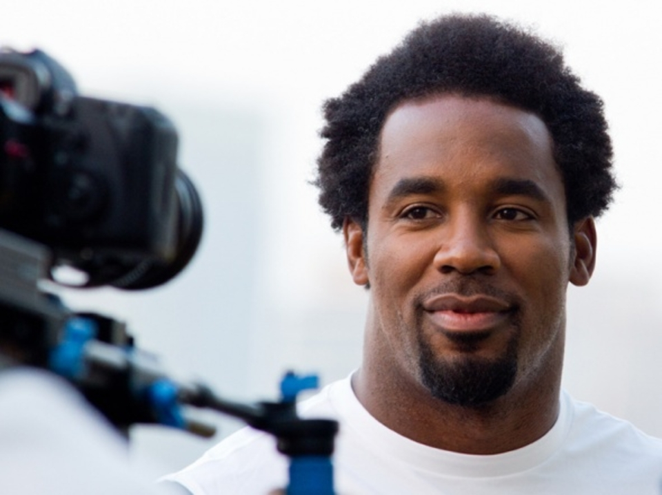 Famous actors & personalities like NFL star Dhani Jones participated & covered the paddle.