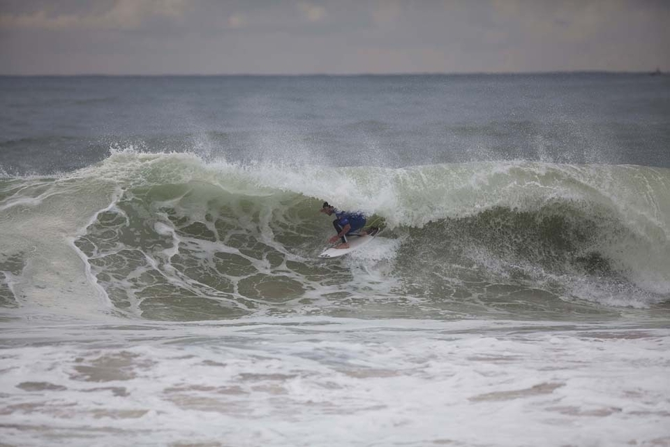 Joel Parkinson drew first blood in Round 4 this afternoon, posting a win over compatriots Adrian Buchan and Josh Kerr, to advance directly into the Quarterfinals of the Rip Curl Pro Portugal.