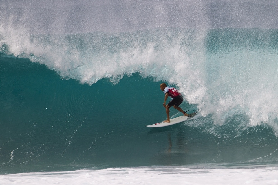 Kelly Slater, current ASP WCT No. 2, was methodical in his Round 3 heat, navigating both Pipeline and Backdoor with precision for a commanding win over wildcard Billy Kemper. Slater earned the day's highest heat total, an 18.63 out of 20, for his efforts.