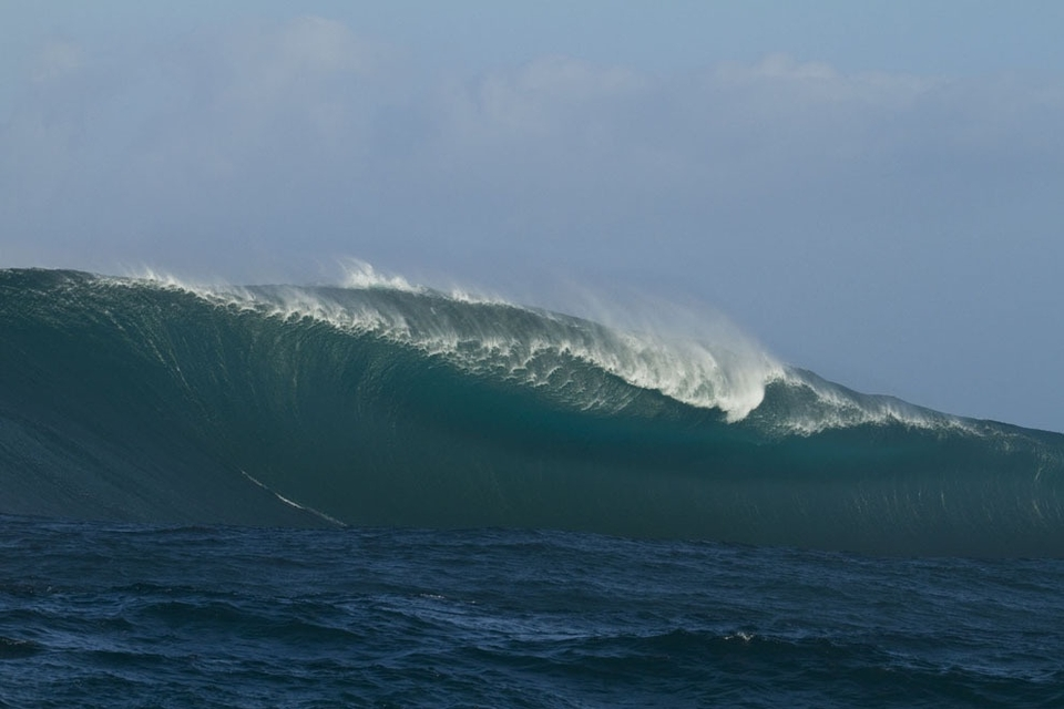 Photographers Stu Gibson and Andy Chisholm were aboard to capture the moment this wave awoke.
