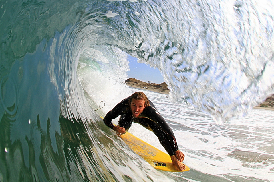Oily glass conditions created the opportunity for this timeless shot in this secret location.  Joaquin hanging five barrel with a 5,9 fish on a righthander, which can be really difficult to find in the Land of Lefts.