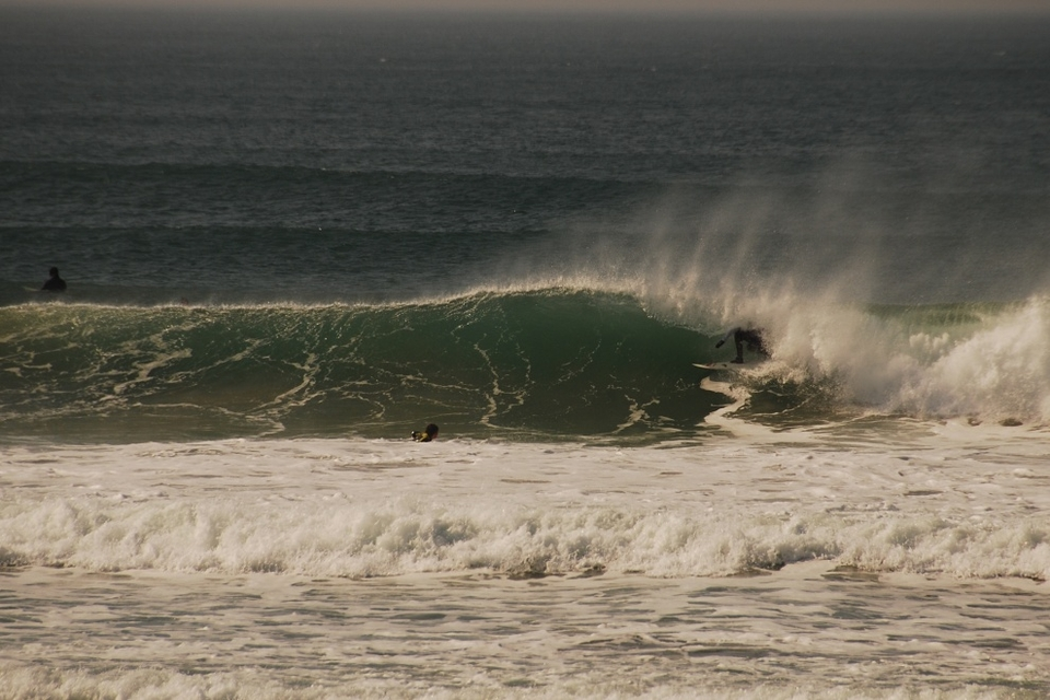 North Fistral, low tide shack seeking whilst the envious watch on.    More from Richi  here