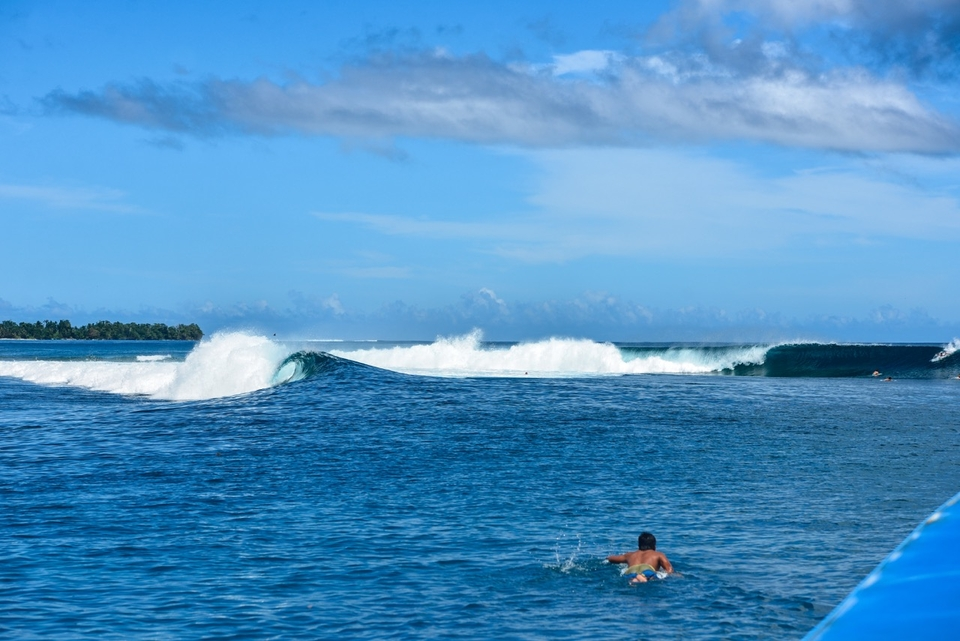 For every huge SW swell that pounds Kandui Left, this awaits a little further around the corner.