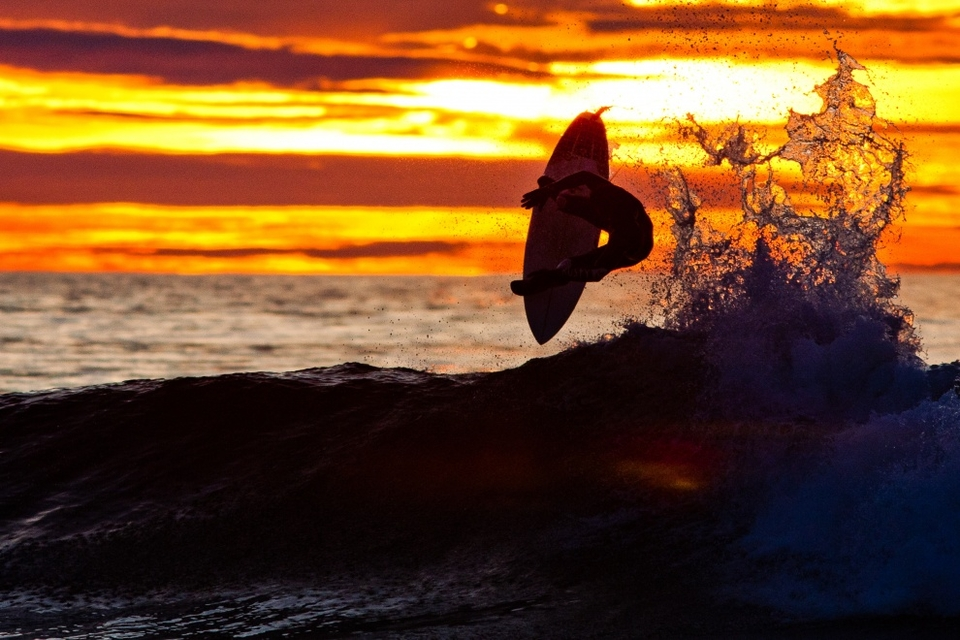Vincent Duvignac flying in the last light of a cold (for France) glassy Mimizan evening.