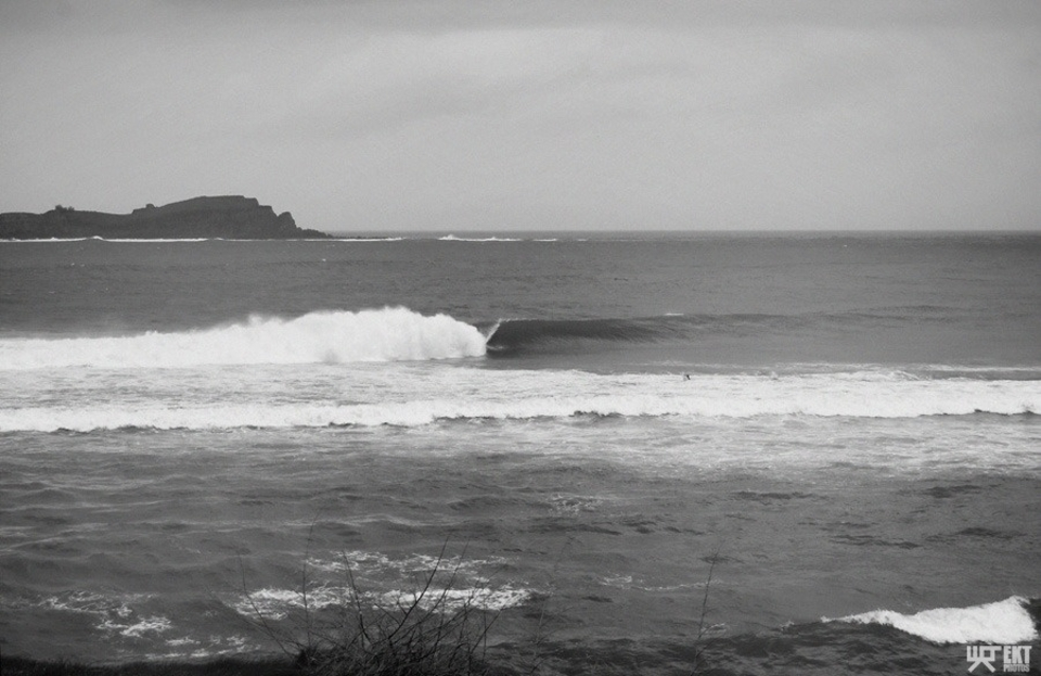 Mundaka with no-takers? This is clearly Photoshopped.