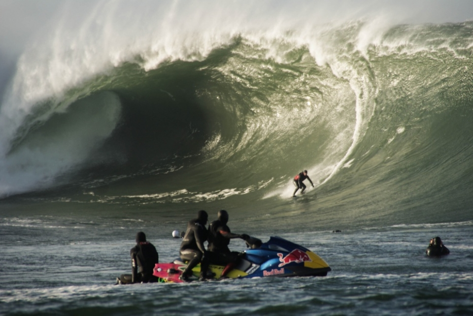 While most exposed spots across Europe were blown to gigantic mush, Mullaghmore remained rideable. Ollie O'Flaherty charging during the peak of the swell.