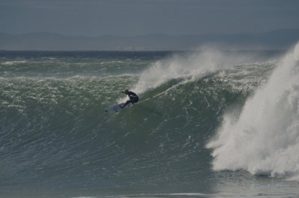 Dipping the tail in deep ... 20 knot offshore J-Bay