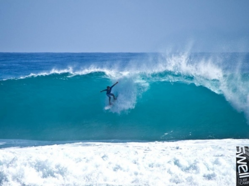 Dropping in at Encuentro ... Hurricane Bill swell, 21 Aug