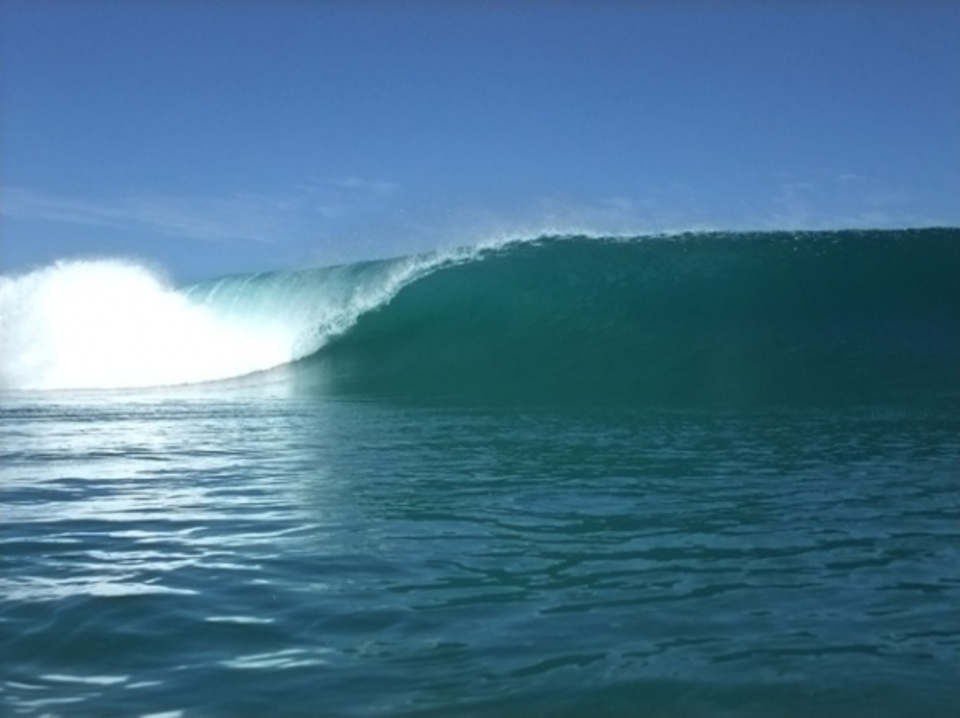 Betwixt and between sandy left point ... Isolated Indo