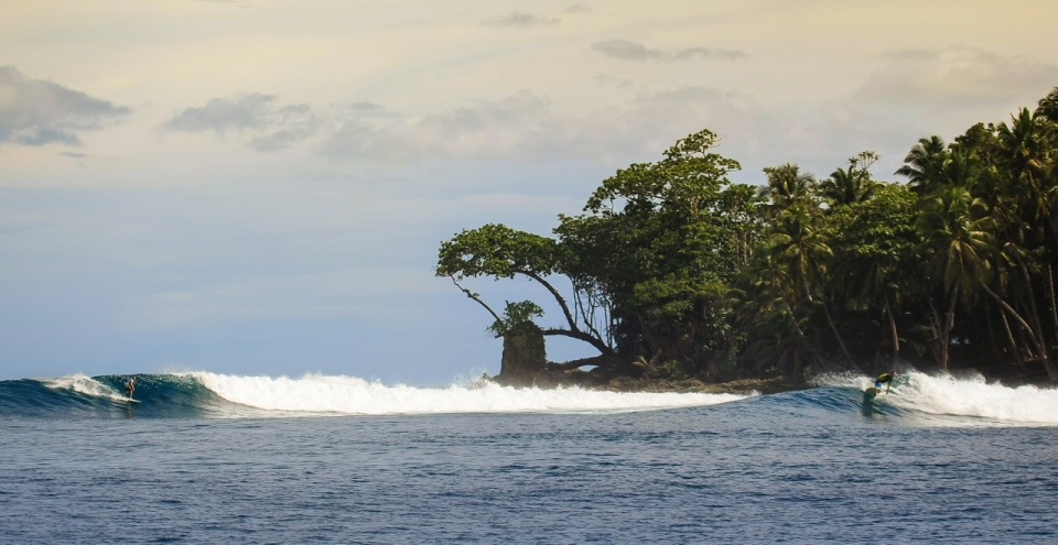The surf occasionally goes virtually flat in Indonesia and we have to resort to spots like this... April blues.