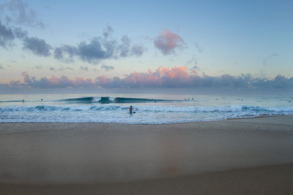Normally a no go area for surfers, the over abundance of sand on the reefs has made Insanities the most popular surf spot on the whole North Shore.