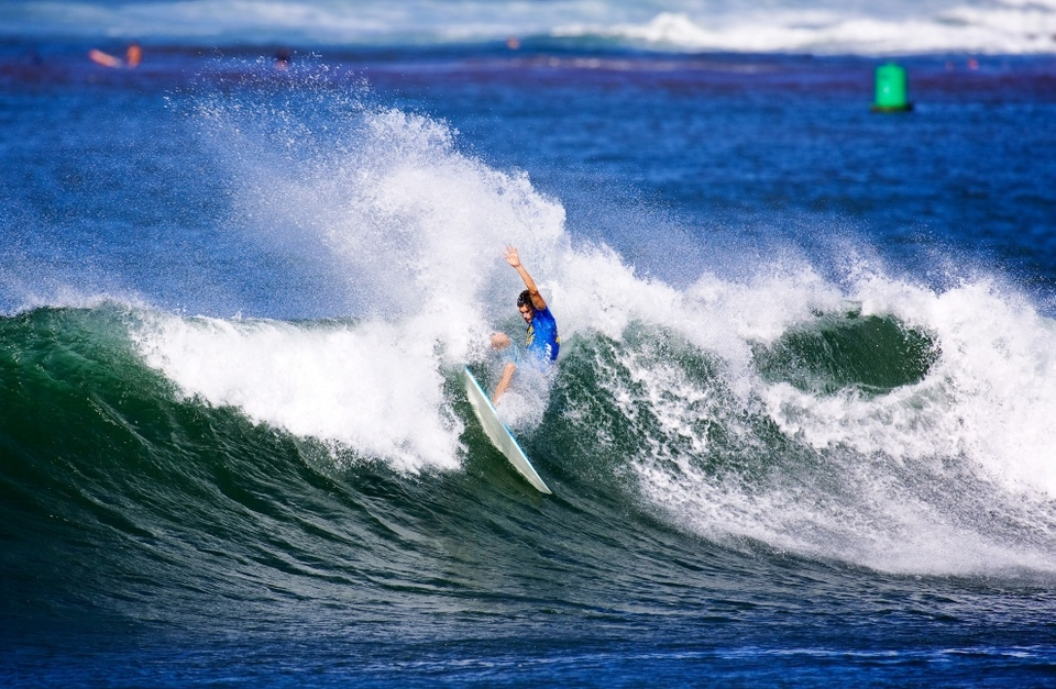 Hank Gaskell powered through quarter final three with a confident display in waves which required serious selection. Hank really had been one of the picks of the event and pushed his case for the Hawaiian selection at Pipe.