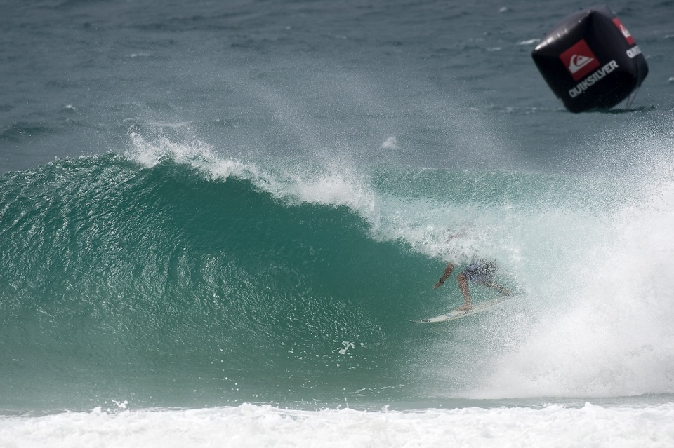 Bede Durbidge posted a near perfect 19.30 in round three, he then dominated his round four clash with Kiren Perrow before losing against the talented wall of brawn that is Jordy Smith.