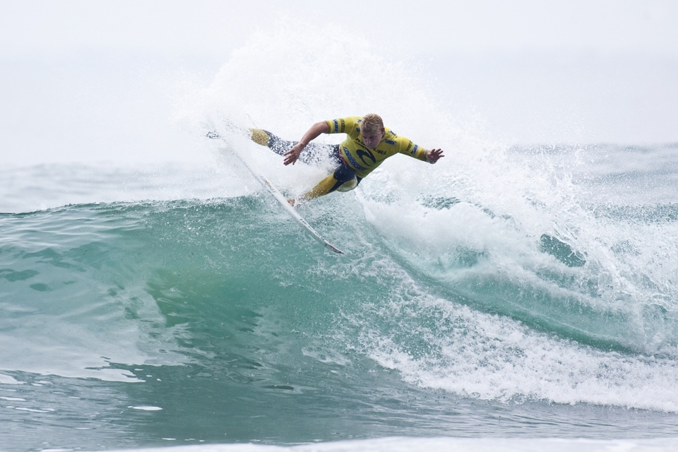 As expected Mick Fanning took out the precocious wildcard Gabriel Medina, injecting a clinical dose of cold water into what is sure to be a stellar 2010 for the 16-year-old Brazilian.    I had a good little wave at the start and got an 8.50,
