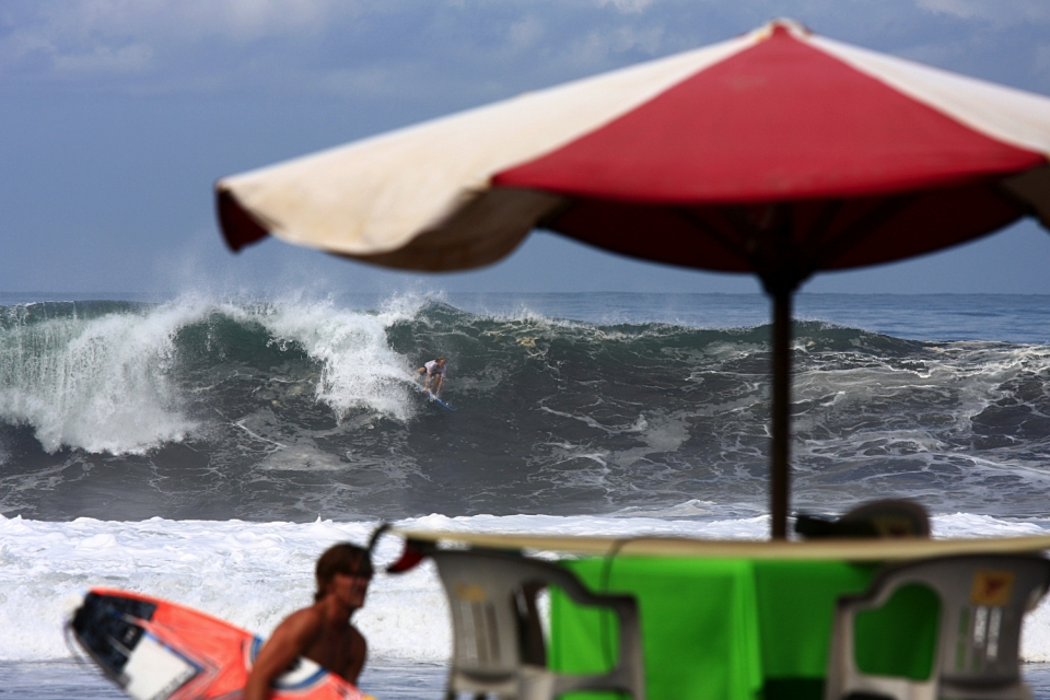 Julian dropping a solid left, as Bruce Irons was getting ready to go out.