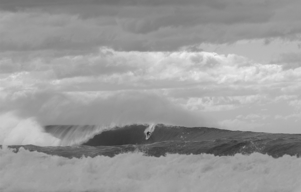 While Kobi excels in the solid stuff, Aaron to loves nothing more than charging the big solid stuff as well. A few years back Aaron and fellow lifeguard and ex pro surfer Rod Kerr put on a phenomenal display of tow in surfing outside Bronte in a solid 12ft swell.    Local folk and the groms still talk about it today. Growing up with mates including Tom Whitaker and Luke Hitchings Aaron can definitely surf with the best. And many a local has commented on the way Aaron holds his own and surfs as good as his peers, minus the competitive streak.