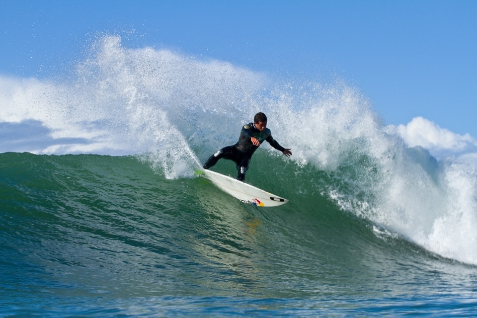 Adriano De Souza carving - again this is a wave he should do well on.