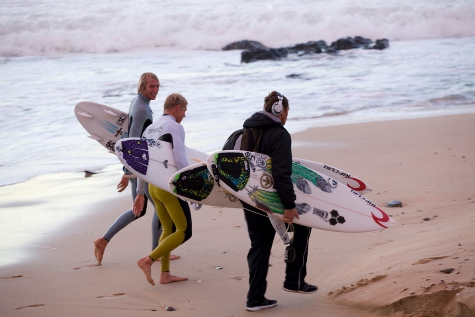 Everyone was up early to get some in. Owen Wilson and Mick Fanning up with the lark this morning.    Watch it  HERE    Cheers, Ant.