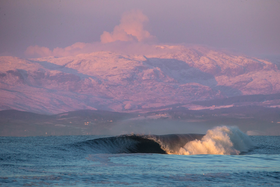 Now, there's a dreamy surf scape.