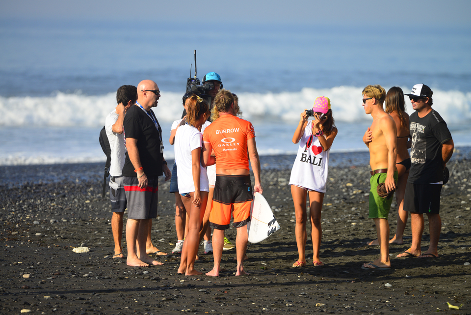 Taj Burrow knocked the first goofy out of the event, defeating Miguel Pupo in the first heat. He loves Bali and on this evidence he's not alone.