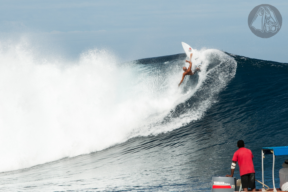 Kelly Slater almost stuck this.