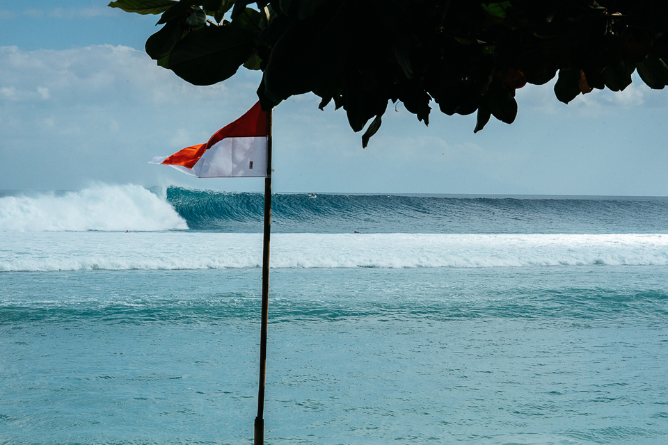 And just like that, BOOM, we're in Indo, same swell, a few days later.