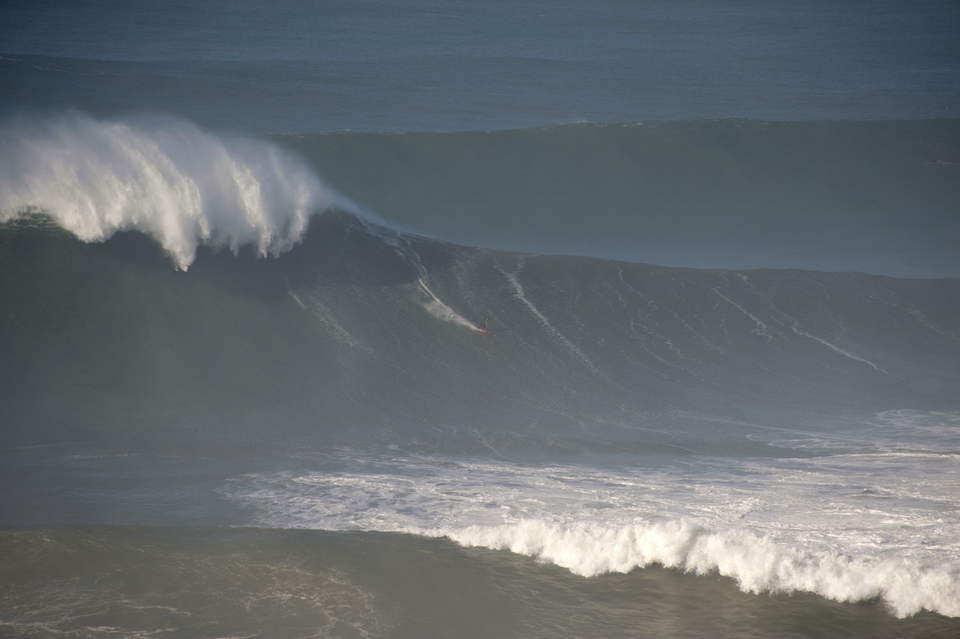 A big Nazare shoulder for Hugo Vau, imagine if that barged into you...