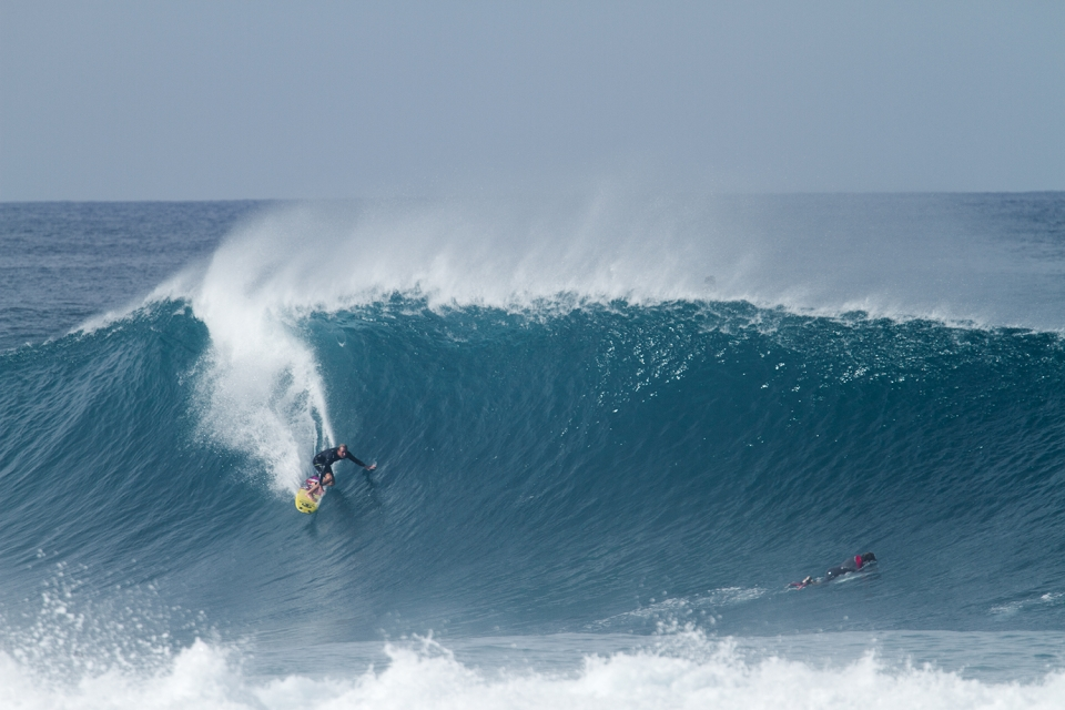 Flynn Novak's 5 steps to surfing a perfect Pipe tube. First you catch your wave.